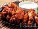 Рецепта Печени пилешки крилца с мед, чесън, кетчуп и сос от нар във фолио на фурна